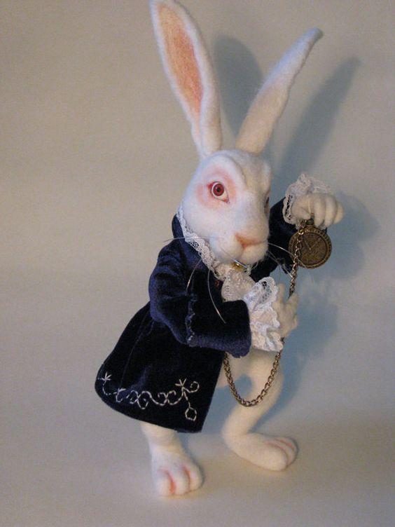 Nadel Gefilzte weißes Kaninchen Alice im Wunderland von WoolHeat