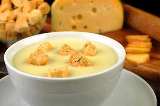 Ingredientes  500g de BATATA CUBADA VAPZA 1 cebola picada 1 dente de alho 2 colheres de sopa de manteiga 750mL de água 100g de parmesão ralado 100g de gorgonzola ralado 100g de