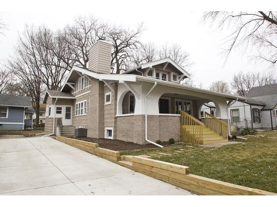 704 33rd St Des Moines Iowa Mls 510354 4 Bedroom 2 Bathroom 165000 Des Moines Homes For Sale Iowa Real Estate House Styles Real Estate