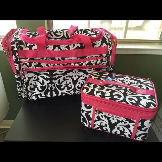 """Duffle & makeup case Lg 22"""" duffle with matching makeup case 11""""x9"""""""". Perfect for traveling!!! JGarden Bags Travel Bags"""
