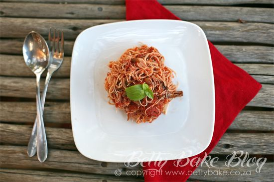 :::{Betty Bake ... Real Food made with Natural Ingredients}:::: VEGETARIAN SPAGHETTI BOLOGNESE / MUSHROOM STYLE MEATLESS BOLOGNAISE