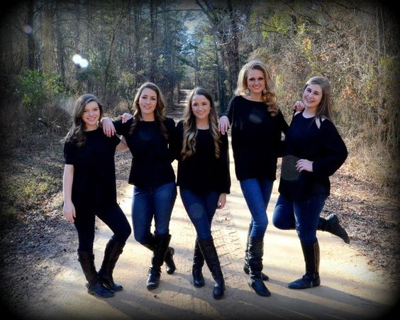 Best ideas about group photography poses sisters for Best group pictures