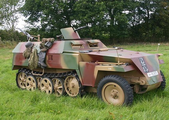 SdKfz 250/3 (1944) restoration process by Axis Track Services