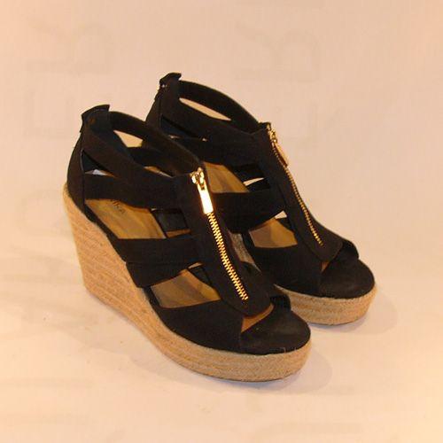 Telitalpú cipő Akira