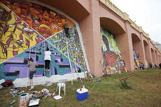 """Prefeitura de SP autoriza grafites nos """"Arcos dos Jânio"""" e ação é alvo de críticas por parte de arquitetos e urbanistas"""