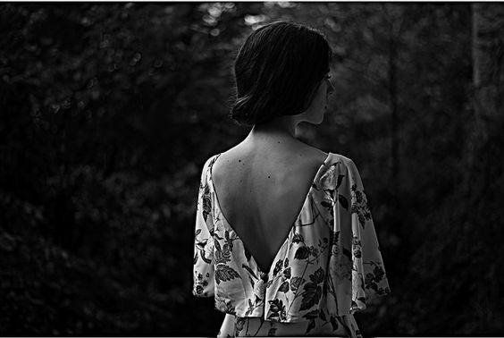 Mujer, retrato en blanco y negro.   Fotografía de Miren García (fotógrafa de Santurtzi, Bizkaia)   www.mirengarciafotografia.com