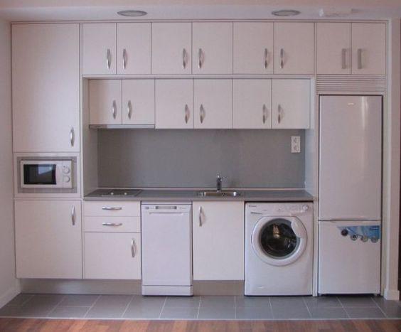 Una cocina completamente amueblada con muebles a medida y - Diseno de una cocina ...