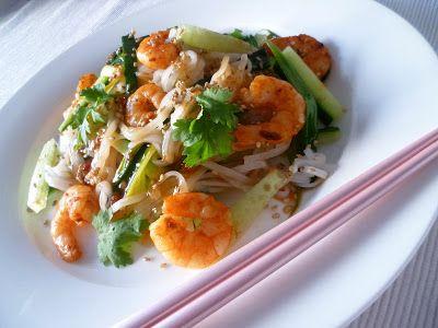 Thailändischer Reisnudelsalat mit Garnelen