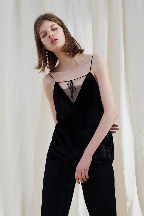 <p>Thin straps. V-neck. Color:black. About me:mulberry silk</p>