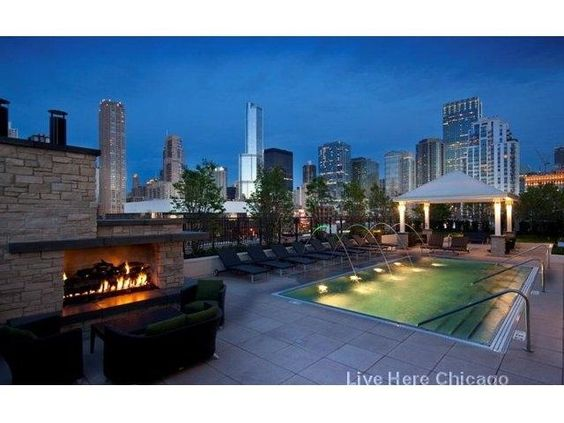 Who doesn't love a luxury building with an amazing View? #liveherechicago #cityviews #dreams #luxuryliving