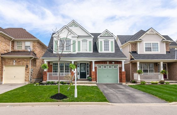 Amy Flowers - Milton Real Estate Agent   965 Donnelly Street W3492992