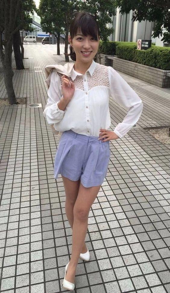阿部華也子白いシャツにショートパンツが似合う