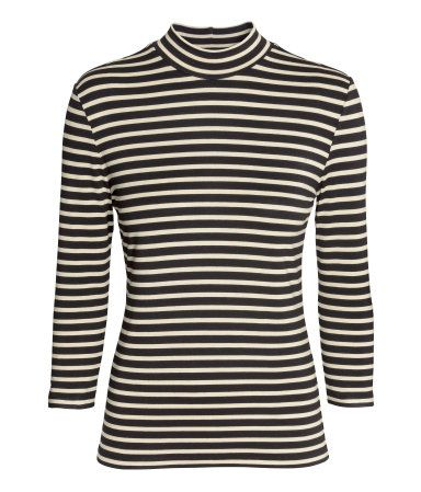 Fitted top in soft, supple jersey with mock turtleneck and 3/4-length sleeves.