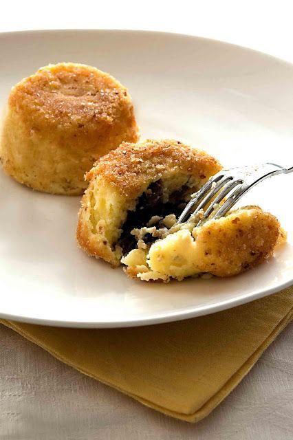 Timballo di patate e funghi: Ricette Antipasti Stuzzichini, Anniversary Party, Finger Foods, Vegetarian Dishes, Ricette Budini, Budini Flan, Second Courses, Salate Soufflé Savory Pies