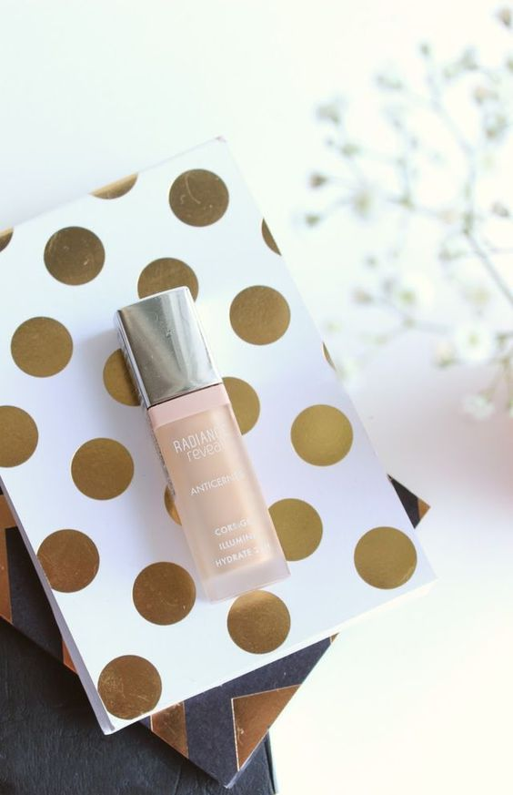 It has been a while since any concealer, let alone a budget offering has blown me away but it was love at first application with Bourjois Radiance Reveal Concealer. I have held off posting this review
