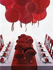 Tout en rouge. Lien : mariage-original.com