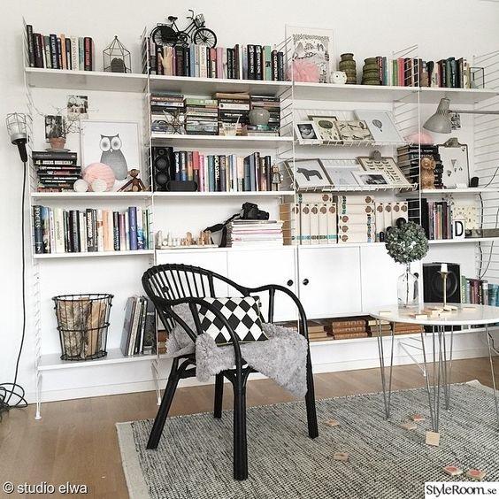Stringhylla från golv till tak INREDNING VARDAGSRUM Pinterest