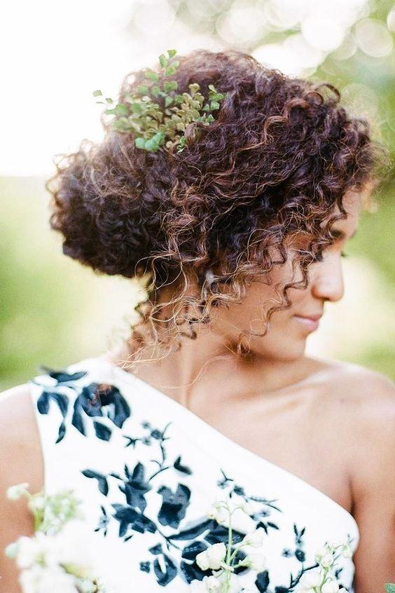 10 Hermosos Peinados Para Novias De Cabello Chino Our