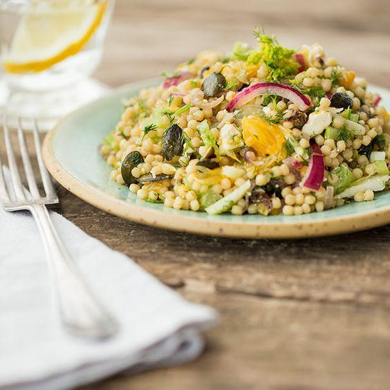 Schnell gemacht, leicht und lecker. Der israelische Couscous-Salat ist das beste Mittel gegen Winter-Tristesse und macht Lust auf warme Sommersonne.