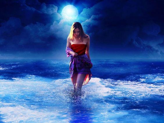 Y miraba romper las olas en las rocas, con furia, deshacerse en blanca espuma, golpearse y deshacerse, para volver a romperse entre las rocas. Y pensaba. Y mis pensamientos se diluyeron como esas olas. Furiosas y altivas, hasta desaparecer en la orilla, para luego en la calma retornar con más fuerza, y golpearse una y otra vez. Y me dije: deja de luchar contra la corriente, y déjate llevar por la marea. Y así, en absoluta paz, que camine mi alma. Liria Candela