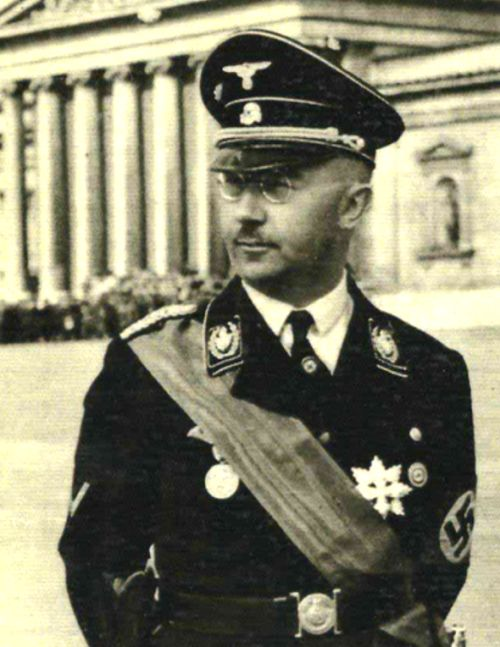 Der Reichsfuhrer-ϟϟ Heinrich Himmler, Funny the ribbon tends to steal the uniform