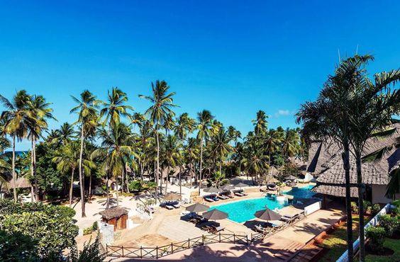 Voor fans van rust en ruimte Stijlvol All Inclusive In Swahili-stijl gebouwd met culinaire verwennerij Relax in Beach Villa's. Het dorpje met de grasdaken: Op een prachtige plek aan de oostkust van Zanzibar verrijst tussen de palmbomen opeens Hotel Diamonds Mapenzi Beach. Met de grootst mogelijke zorg en oog voor Swahili architectuur zijn hier authentieke villa's en kamers gebouwd.