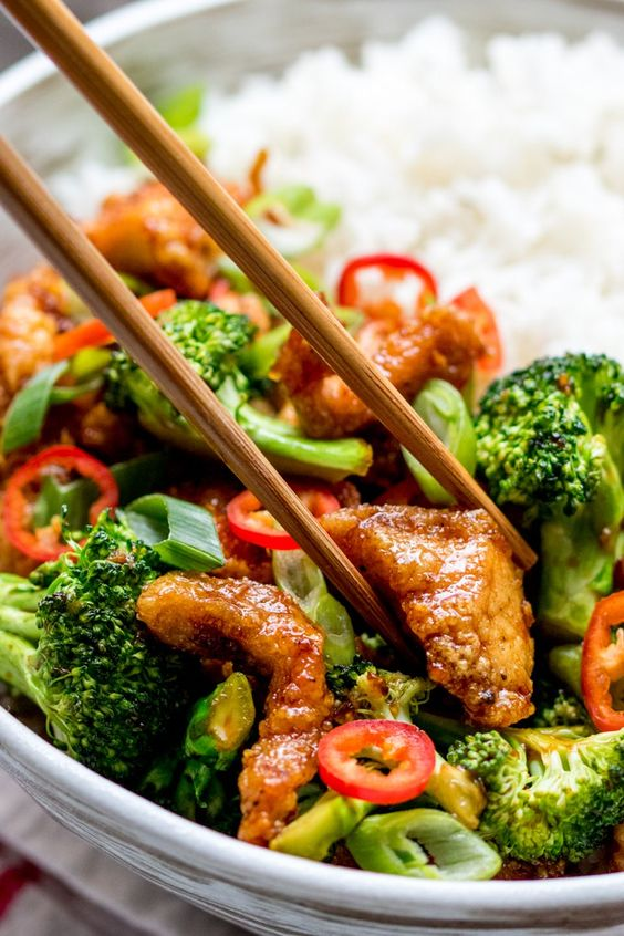 Crispy Chilli Chicken with Brocolli - Sweet, Sour, Spicy and Delicious!: