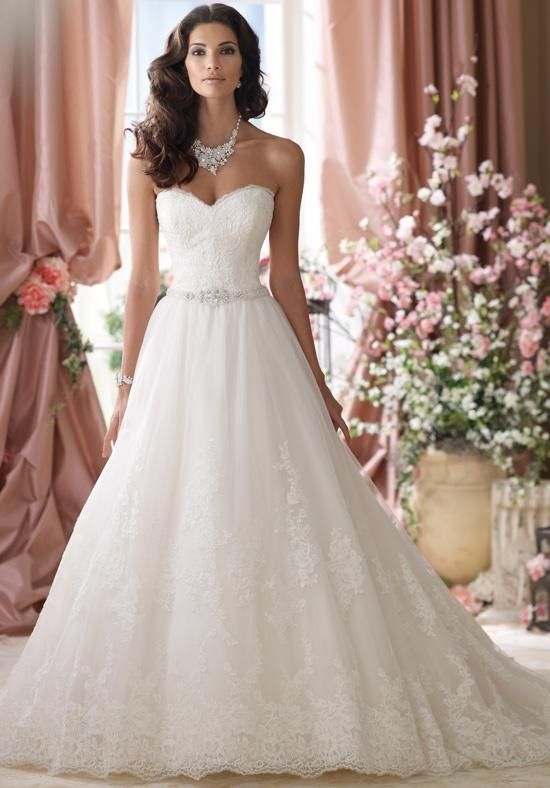 Tulle ball gown with sweetheart neckline and lace detail I David Tutera for Mon Cheri I https://moncheribridals.com/collections/wedding-dresses/david-tutera-for-mon-cheri/ I https://www.theknot.com/fashion/114289-david-tutera-for-mon-cheri-wedding-dress