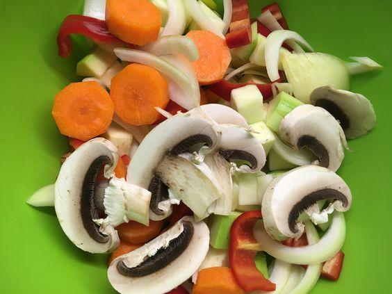 Порезанные овощи для блюда. Фото: Evgenia Shveda