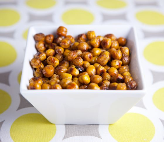 Tangy Balsamic Roasted Chickpeas  #vegan Pickles and Honey blog