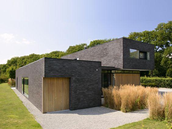 donkere baksteen, hout, moderne architectuur, maas architecten