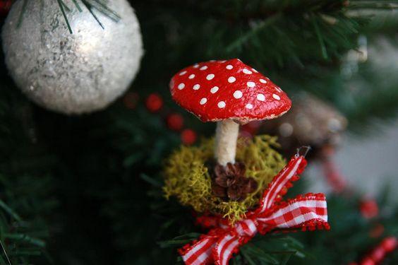 Selbstgemachte Fliegenpilze für den Weihnachtsbaum