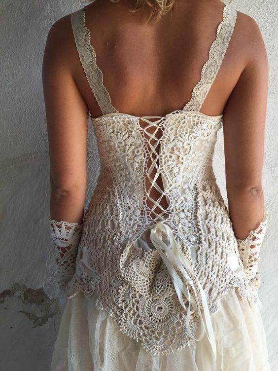 Robe de mariée dinspiration vintage unique, fait main de RawRags. Lacez vers le haut dans le dos, qui sadapte à la forme de votre corps... Tailles