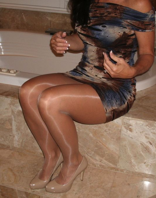 Shiny pantyhose tube