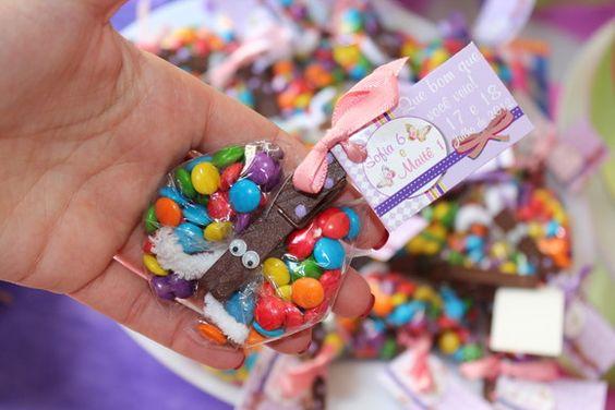 Borboleta de confete e pregador