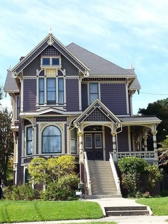 Pin By Julie Hedges On 1 Victorian Houses Victorian Homes Victorian House Colors Victorian Style Homes