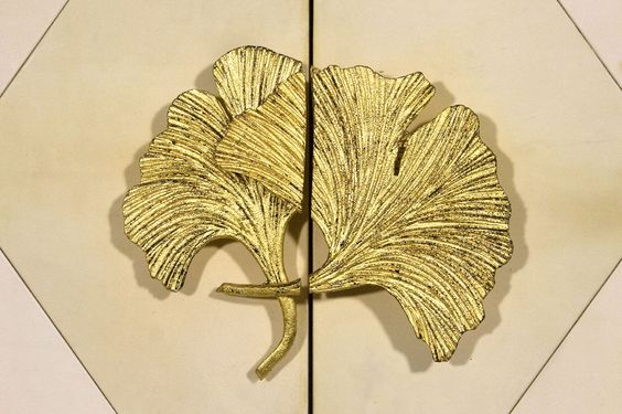 Detail door handle in the form of leaf Ginkgo. Engraved and gilded with gold leaf