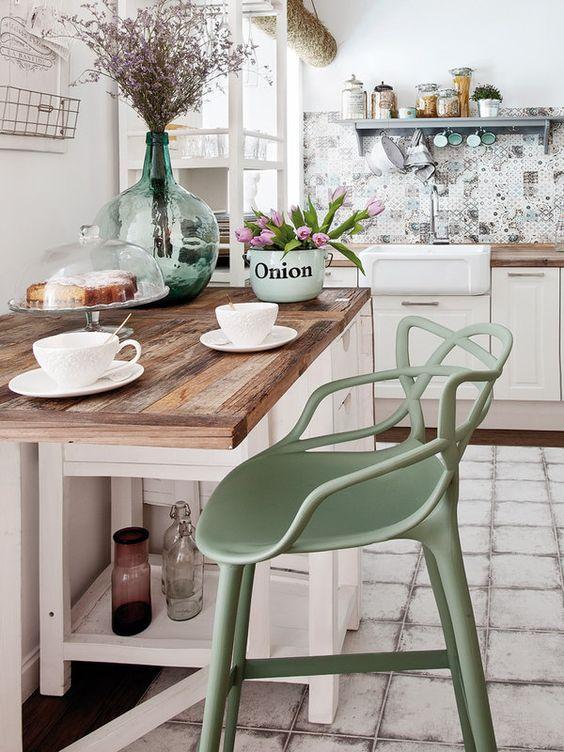 Sentados en un taburete: diseños modernos para la cocina