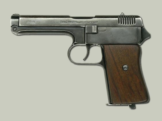 Pistole vz. 38 9x17 mm Pistoli vz.24 nepomohla ani modernizace a VTLÚ dodala své požadavky České zbrojovce na výrobu nové voj. pistole. Úkolem byl pověřen František Myška.
