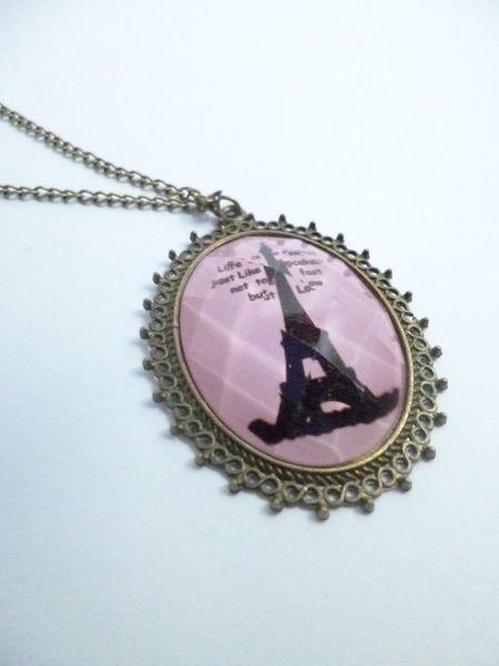 lange Vintage Kette Pariser Eifelturm rosa         im weißen Organza Beutel       Maße:     Länge Kette mit Anhänger:  hängend  40 cm    Länge Kett...