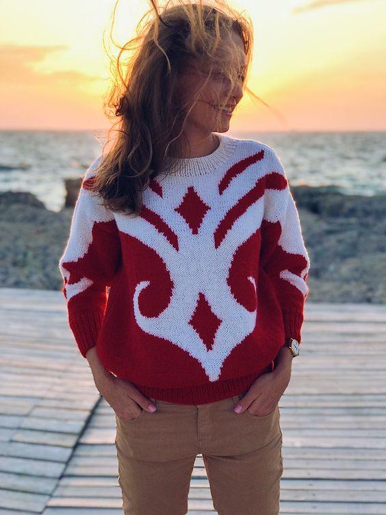 Красивый женский яркий свитер на осень ! Невозможно остаться в стороне. Вязание. На заказ #вязание #вязаниеспицами #выкройки #идеи #эстетика #ручнаяработа #стиль #стильнаяодежда #красный #свитер #свитер #тренды2019 #Paris #styleblogger #style