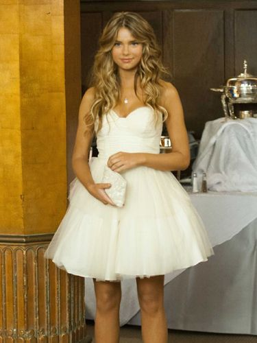 Love her hair and her Dress! - Indiana Evans from the movie Blue Lagoon The Awakening
