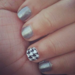 Houndstooth nail art