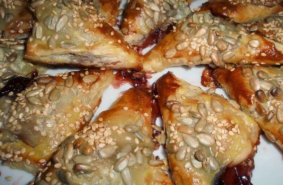 Cocinando en Arealonga: Canapés de Hojaldre con queso y mermelada de Pimie...