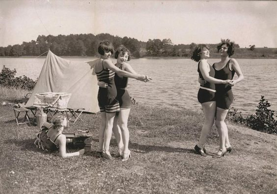 1920s Dancing by the lake, Wannsee Strandbad, Berlin