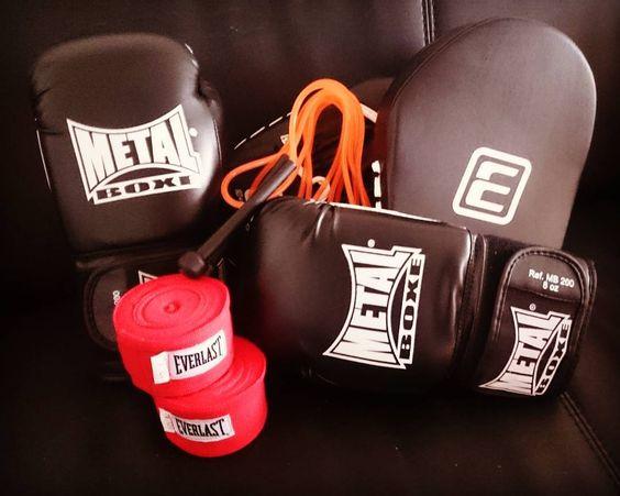 :-) nouveau defouloir :-) #metalboxe #everlast #boxe #loisirs #sport #cordeasauter #gantsdeboxe #boxgloves by _sofy_86