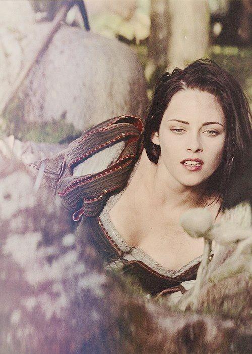 Resultado de imagem para snow white and the huntsman kristen stewart