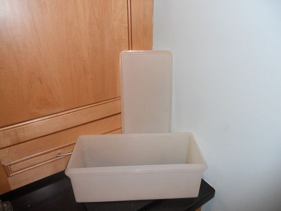 VINTAGE TUPPERWARE-JUMBO BREAD KEEPER WITH TIGHT SEAL LID-ALL PURPOSE-SHEER