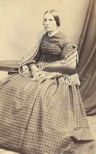 CDV-PHOTO-ELDERLY-WOMAN-SEATED-PLAID-DRESS-KNITTED-SHAWL ...