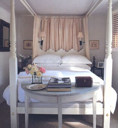 Veere  // guest room idea.  Love demilune at end of bed